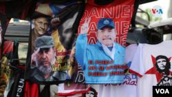Una camiseta con la imagen del presidente nicaragüense Daniel Ortega y el fallecido líder cubano Fidel Castro en un evento en Managua, Nicaragua el 19 de julio de 2021. Foto VOA.