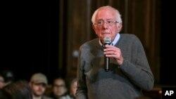 Kandidat calon presiden Senator Bernie Sanders dalam sesi tanya jawab dalam acara di Newport Town Hall Breakfast, di Newport, New Hampshire, 29 Desember 2019.
