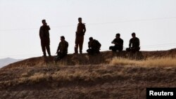 Pasukan Peshmerga Kurdi tampak dekat Altun Kupri, antara Kirkuk dan Erbil, Irak, 20 Oktober 2017.