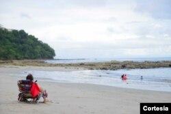 El turismo de sol y playa es la piedra angular de la industria, ampliar el horario de visitación permite al país continuar reactivando el empleo.Foto cortesía ICT.