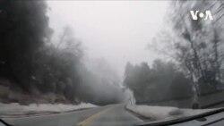 Kanyona gedən dumanlı yollar