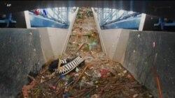 Kapal Penjerat Sampah di Perairan