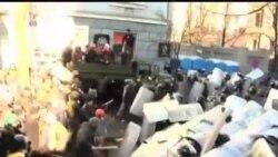 2014-02-19 美國之音視頻新聞: 烏克蘭警察與抗議者再爆衝突