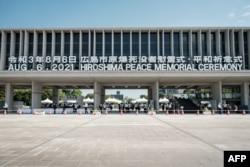 La vista general muestra el Parque Conmemorativo de la Paz de Hiroshima en Hiroshima el 6 de agosto de 2021, luego de la ceremonia anual para recordar a las víctimas en el 76 aniversario del primer ataque con bomba atómica del mundo.