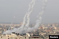 حماس کی جانب سے اسرائیلی علاقے میں راکٹ داغے جا رہے ہیں۔ 10 مئی 2021