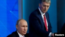 Peyvdarê Kremlin Dmitry Peskov û Vladimir Putin