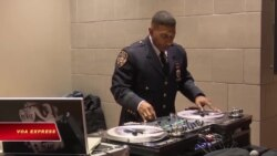 Ngôi sao DJ ở sở cảnh sát New York