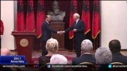 Presidenti Nishani nderon diplomatin amerikan, Kristofer Hill