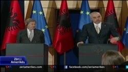Komisioneri Hahn viziton Shqipërinë