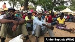 Metuge: Campo de deslocados do centro agrário de Napala. Distribuição de alimentos por PMA a deslocados da insurgência em Cabo Delgado. Moçambique