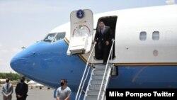 El secretario de Estado, Mike Pompeo, llegó el martes 25 de agosto de 2020 a Sudán, como parte de una gira que realiza por Medio Oriente. [Foto tomada de la cuenta de Twiiter del secretario de Estado, Mike Pompeo]