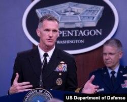윌리엄 번 미군 합동참모본부 부국장이 10일 국방부 청사에서 열린 기자회견에서 발언하고 있다. 사진 제공: US Department of Defense.
