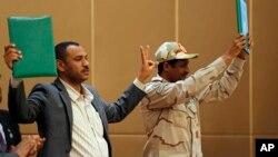 ملٹری کونسل کے نائب سربراہ، جنرل محمد ہمدان ڈیگلو اور مظاہرین کے رہنما، احمد ربیع نے دستاویز پر دستخط کیے۔