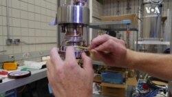 科学家利用特殊实验室进行磁场研究