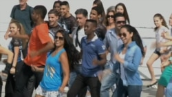 Flash Mobs Dance in Rio for Locals