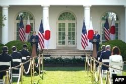 조 바이든 미국 대통령과 스가 요시히테 일본 총리가 지나달 워싱턴 백악관에서 정상회담에 이어 공동기자회견을 했다.