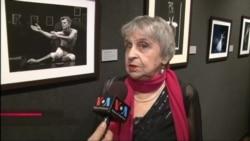 Нина Аловерт, впереди в области балета