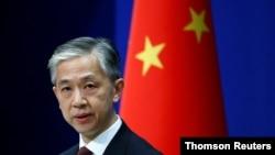 Juru bicara Kementerian Luar Negeri China Wang Wenbin berbicara selama konferensi pers di Beijing. (Foto: Reuters)