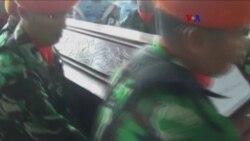 Indonesia: Recuperan 142 cuerpos al estrellarse avión militar