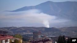 在納卡衝突中,阿塞拜疆軍隊的砲擊引起了濃煙(10月24號)。