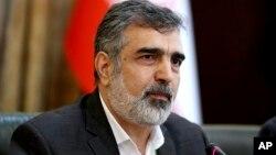 Juru bicara Badan Tenaga Atom Iran, Behrouz Kamalvandi berbicara kepada media di Teheran.