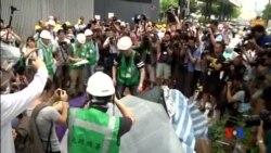 2015-06-24 美國之音視頻新聞:香港當局清除在立法會外的抗議營地