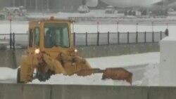 美国东部遭遇暴风雪 民生受到严重影响
