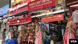Shops in a Delhi market gear up to open, June 7, 2021, after a devastating second wave shut the city for nearly two months. (Anjana Pasricha/VOA)
