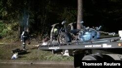 Puing-puing mobil swakemudi Tesla yang mengalami kecelakaan di The Woodlands, Texas, Sabtu, 17 April. (SCOTT J. ENGLE via Reuters)