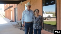 FILE - Jim and Sue Chilton at their home in Arivaca, Arizona, July 21, 2016. (G. Flakus/VOA)