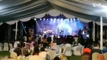Sóng thần ập vào buổi biểu diễn nhạc rock ở Indonesia