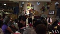 Actuação de Zezé Barbosa no Restaurante Algarve em New Bedford