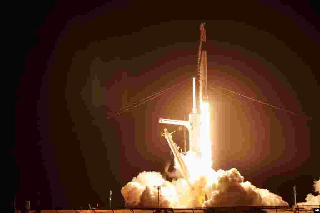 فضاپیمای شرکت اسپیس اکس با ۴ سرنشین زمین را به مقصد ایستگاه بین المللی فضایی ترک کرد