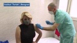 Članovi Kriznog štaba Darija Kisić Tepavčević i Predrag Kon primili su vakcinu protiv Kovida 19 odmah posle premijerke