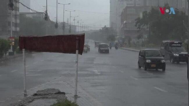 کراچی: بارش میں ڈوبنے والی گاڑیوں کا کیا ہوگا؟
