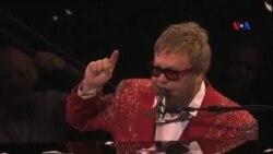 Elton Con köhnə ili nyu-yorklularla bərabər yola salıb