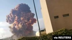 Explosão em Beirute, Líbano, 4 agosto, 2020 (Karim Sokhn/Instagram/Ksokhn + Thebikekitchenbeirut/via Reuters)