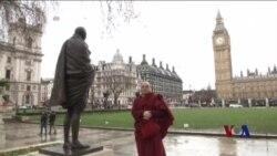藏族僧人在伦敦开启世界之旅 抗议中国压迫