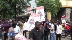 Wafuasi wa Jubilee wakisherekea uamuzi wa mahakama hivi leo nchini Kenya.