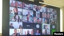 Captura de pantalla de una sesión de conferencia virtual en Berkeley, California.