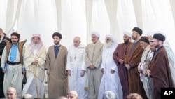 عراقی دورے کے دوران منعقدہ بین المذاہب تقریب سے خطاب کے دوران پوپ کا ہفتے کو کہنا تھا کہ جب دہشت گردی مذہب کو پامال کرتی ہے تو وہ خاموش نہیں رہ سکتے۔