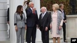 Mike Pence'in kaldığı Trump Oteli, görüşmeler için gittiği Dublin'e 300 km uzaklıkta