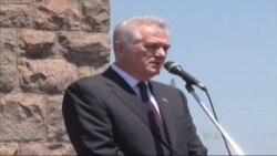 Prekinut Nikolićev govor na Gazimestanu