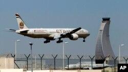 ABD vatandaşları Kabil'den Etihad Havayolları'na ait bir uçakla tahliye edildi.