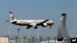 هواپیمایی «اتحاد» ابوظبی پروازهای عادی تجاری میان امارات و اسرائیل را آغاز کرد