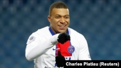 Dan wasan PSG Kylian Mbappe - (SOCCER-FRANCE-MPL-PSG/REPORT Kylian Mbappe)