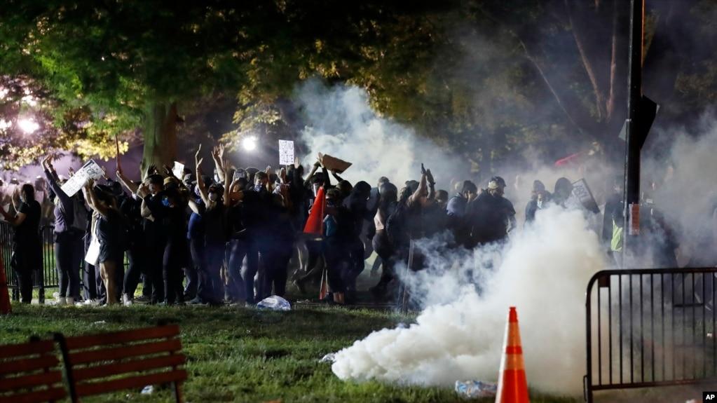 Генпрокурор Барр: экстремисты и иностранные группировки обостряют обстановку в США во время протестов