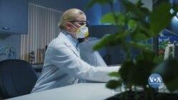 Американські лабораторії випробовують різні способи дезінфекції вживаних масок для можливого повторного використання. Відео