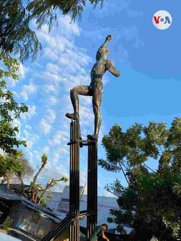 El 'Prometeo de la Libertad', monumento en honor a los mártires de la masacre de las bananeras.