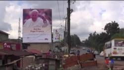 Moradores de Nairobi se preparam para a visita do Papa Francisco